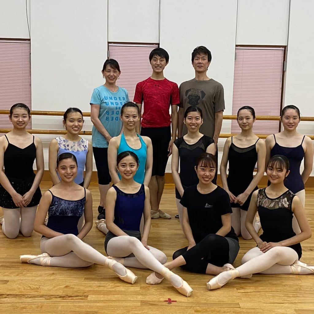 小泉樹聖がハンガリー国立ダンスアカデミーに留学する為8日出発しました。