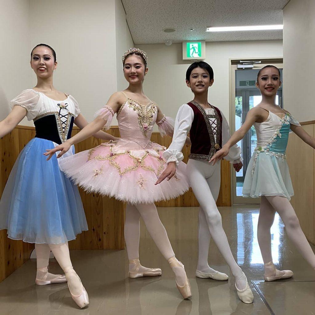 8月13日みどりアートパークで開催された、伊藤智子バレエスタジオおさらい会に当スタジオから4名参加させていただきました。