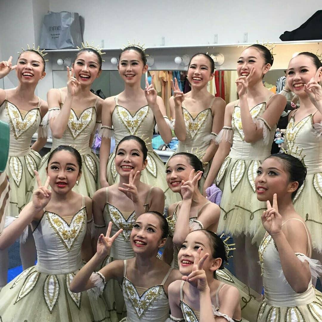 早いものであっという間にパフォーマンスを終えて1ヶ月。通常レッスンに戻り、次回の舞台に向けて皆頑張っています。パフォーマンスの想い出本番前のジュニアクラスの楽しそうな様子です。#長谷川バレエスタジオ#東戸塚バレエ#子ども習い事#大人初心者